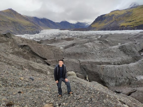 Pules Asia Jwan glacier iceland holiday travel adventure hike