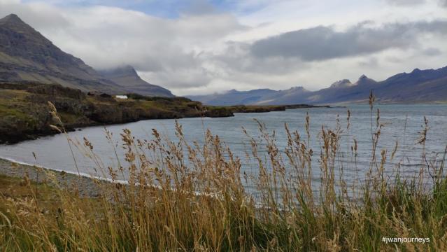 Iceland lake mountains